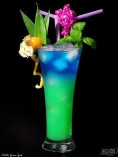 Vodka Curacao blue Pineapple juice Ice Fill glass with ice. Pour vodka and pineapple juice, and finally carefully refill curacao.