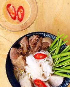 Bún vịt nấu chao thơm nức mũi - http://congthucmonngon.com/39542/bun-vit-nau-chao-thom-nuc-mui.html