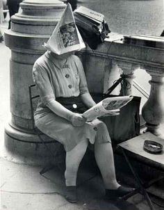 The Newsdealer  - Place de la Concorde Paris 1947 Ilse Bing