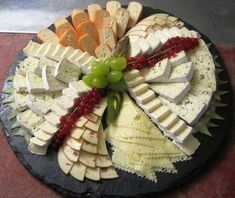 New Cheese Plate Presentation Dishes Ideas Meat Appetizers, Appetizers For Party, Appetizer Recipes, Party Food Platters, Cheese Platters, Charcuterie And Cheese Board, Cheese Party, Party Buffet, Snacks Für Party