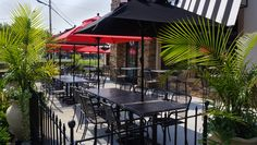 #BFMseating Chesapeake mesh arm chairs paired with our Barnegat tables and bases - I like how they incorporated our square market umbrellas that are manufactures in the USA