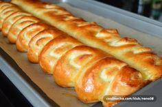 Tvarohový nastříhaný závin. Těsto jemné jako pavučinka. Nádivku můžete zvolit podle sebe - ořechovou, čokoládovou, ... Bread And Pastries, Birthday Cupcakes, How To Make Bread, Different Recipes, Hot Dog Buns, Good Food, Ricotta, Food And Drink, Cooking Recipes