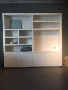 Tv kast Morris nieuw By House collectie Family Dining Rooms, New Living Room, Home And Living, Alcove Storage, Dining Room Storage, Built In Wall Units, Built In Cabinets, Home Decor Shelves, Tv Wall Decor