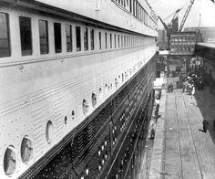 """""""Le Titanic"""" amarré. Quai de Southampton (Angleterre), 10 avril 1912 © TopFoto / Roger-Viollet"""