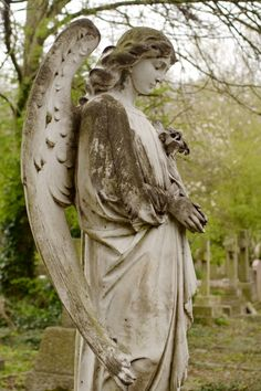 Angel Statue at Highgate Cemetery, London Highgate Cemetery, Cemetery Statues, Cemetery Art, Angel Statues, Angels Among Us, Angels And Demons, Cemetery Angels, Old Cemeteries, Sculptures
