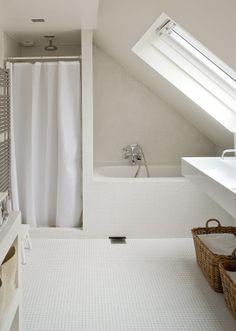 Badeværelse m. skråvægge