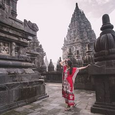 Enjoying the shade in the temples a huge complex of Hindhu temples in Muslim . Portrait Art, Portraits, Insta Goals, Bagan, Yogyakarta, Working Woman, London Travel, Strike A Pose, Photo Poses