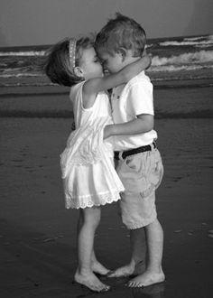 El amor verdadero es lo que queda cuando se supera la fase de enamoramiento la cual se cree dura no más de año y medio ya que nuestro organismo se habitúa a estas substancias y llega un momento que como en las drogas deja de surtir el efecto anhelado.