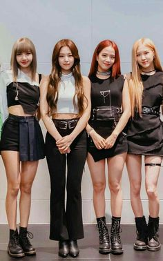Blackpink in your area🖤💗 Kim Jennie, Moda Kpop, Blackpink Fashion, Korean Fashion, Fashion Looks, Fashion Outfits, Lisa Black Pink, Black Pink Kpop, Stage Outfits