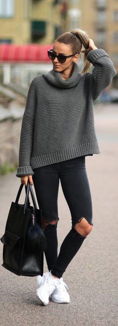 Pair simple knitwear with skinny jeans and shades this fall. Via Sklopljak.se