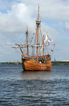 1994 replica of the boat on which John Cabot sailed to Newfoundland in 1497 the first European ship to reach America. Newfoundland Canada, Newfoundland And Labrador, Old Sailing Ships, Small Boats, Tall Ships, Boat Building, Water Crafts, Lighthouse, Nautical