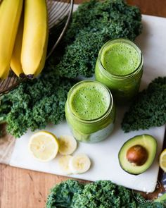 Green smoothie recipes 762304674414262140 - We are lovers of all things leafy green— especially kale when it's done right. And this extremely creamy banana kale smoothie is top of its class! Banana Kale Smoothie, Broccoli Smoothie, Protein Smoothie Recipes, Healthy Green Smoothies, Avocado Smoothie, Detox Smoothies, Green Smoothie Recipes, Breakfast Smoothies, Fruit Smoothies