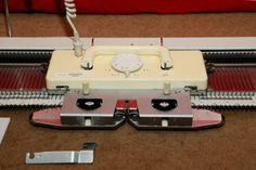 SK890 Chunky Gauge Electronic Knitting Machine