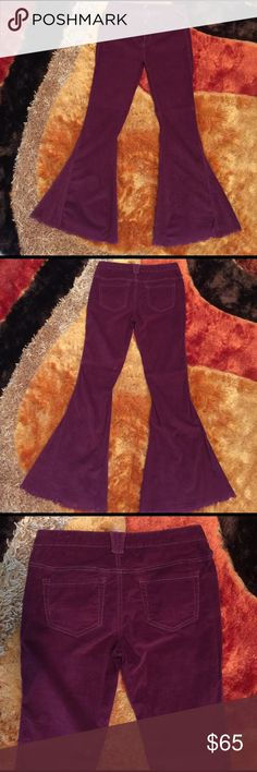 """Free People Cord Super Flares Raw Hem Bell Bottom This is a pristine pair of Free People Raw Hem Corduroy Super Flares in Mulberry in a size 29. These cords have been gently worn and show no visible signs of wear. Beautiful soft berry colored corduroy with a slight stretch, massive super bell flare with raw hem. Label has detached on one side on the inside. Measurements (taken flat): waist 16 1/8"""", rise 8 3/4"""", inseam 33 3/4"""", bell opening 17"""". Price is firm. Thanks for looking! 🌵🌙 Free…"""