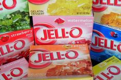 Mélangez du Jello et du Sprite et vous obtiendrez  une collation que tout enfant raffolera ! Jello, Boite A Lunch, Gelatin, Watermelon, Berries, Snack Recipes, Strawberry, Lemon, Chips