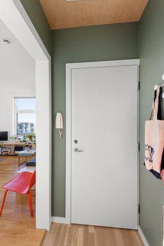 Svært attraktiv 2-roms hjørneleil. i ærverdig sveitservilla. Omfattende oppusset i nyere tid med forseggjorte detaljer. | FINN.no New Nordic, Oslo, Tall Cabinet Storage, Real Estate, Furniture, Home Decor, Modern, Rome, Real Estates