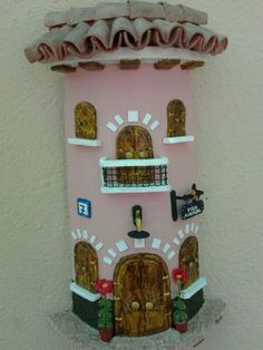 Teja decorada con pasta das Biscuit, Decoupage, Magical Creatures, Little Houses, Four Square, Artsy, Clay, Holiday Decor, Frame