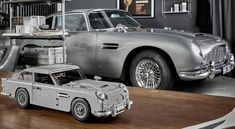 James Bond's Aston Martin replica from the 1964 in a Lego version is composed of pieces. It is 34 cm long, it has a functional seat ejection system. Aston Martin Db5, Lego James Bond, Bond Cars, Car Car, Car Show, Concept Cars, Luxury Cars, Dream Cars, Antique Cars