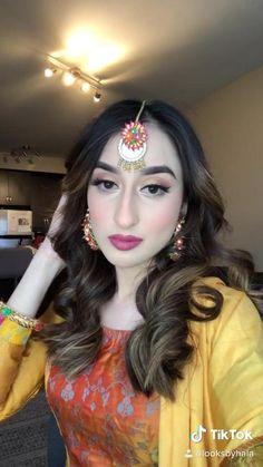 Pakistani Jewelry, Pakistani Bridal Wear, Pakistani Dresses, Indian Jewelry, Hair Garland, Indian Bridal Hairstyles, Indian Bridal Makeup, Indian Outfits, Indian Fashion