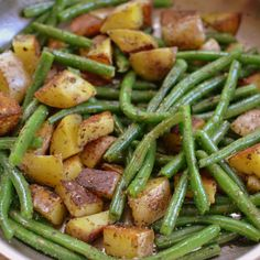 Pan Fried Potatoes and Green Beans are perfectly seasoned spuds fried in a little butter (or ghee) with crisp tender green beans sprinkled with salt & pepper. Side Dish Recipes, Vegetable Recipes, Vegetarian Recipes, Dinner Recipes, Cooking Recipes, Healthy Recipes, Coslaw Recipes, Apple Recipes, Cooking Tips