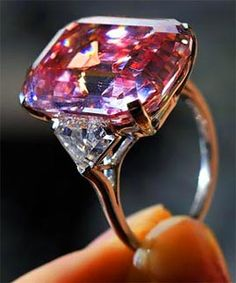 My favorite pink diamond ring was bought by Laurence Graff in Geneva for 46 mill. last year. I may never own this one, but one day i will own a pink diamond. That's a promise. ;)