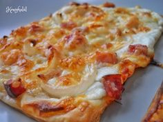 Good Food, Yummy Food, Bread Rolls, Garlic Bread, Hawaiian Pizza, Winter Food, Cake Recipes, Food And Drink, Cooking