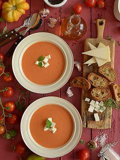 Najlepsza pomidorowa :) Tomato Soup, Cheeseburger Chowder, Hummus, Thai Red Curry, Feta, Yummy Food, Ethnic Recipes, Fitness, Cooking
