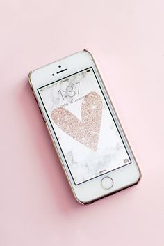 4 Free iPhone Wallpapers For Personal Use