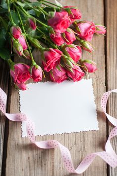 Pink roses and card Graphics White card and pink roses on a wooden background by Rose Flower Wallpaper, Flower Background Wallpaper, Cute Wallpaper Backgrounds, Flower Backgrounds, Cute Wallpapers, Iphone Wallpaper, Wooden Background, Stickers Design, Birthday Wishes And Images