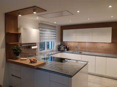 Ein heller Farbton kombiniert mit Holz ist in der Küche immer ein Highlight. #küchen #kücheninspiration #küchendesign Küchen Design, Kitchen Inspiration, Kuchen, Timber Wood