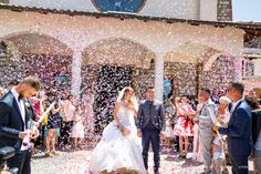 lancio dei petali al matrimonio #matrimonio #latina #fossanova  #frosinone #terracina #tempiodigiove #ristorantelacapannina #tramonto #sabaudia #sposi  #sposi #festa #sposa #sposo