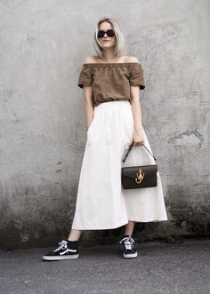 Cheesy is my middle name  #jwanderson MAXI skirt and off shoulders  #logopurse #vans #streetstyle #outfit @sarastrandno