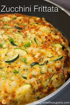 Frittata This simple zucchini frittata recipe makes a nice dinner or brunch. This simple zucchini frittata recipe makes a nice dinner or brunch. Zuchinni Recipes, Vegetable Recipes, Vegetarian Recipes, Cooking Recipes, Healthy Recipes, Cauliflower Recipes, Delicious Recipes, Chicken Recipes, Brunch Recipes