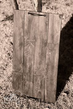 Tea Tray from pallet wood  http://www.redflycreations.com/2012/12/make-serving-tray-from-pallet-wood.html