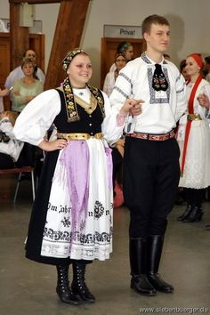 FolkCostume&Embroidery: Overview of the peoples and costumes of Transylvania European Costumes, German Costume, German Folk, Costumes Around The World, Art Populaire, Folk Clothing, Traditional Dresses, Traditional German Clothing, Ethnic Dress