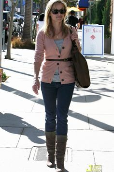 reese-witherspoon-belted-cardigan-tee-skinny-jeans-boots
