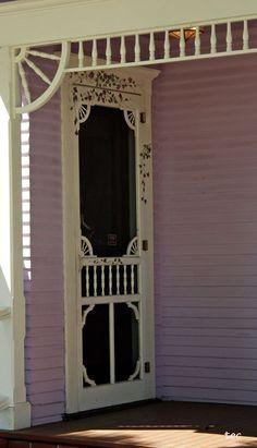 Shabby Chic Interior Design Ideas For Your Home Vintage Screen Doors, Old Screen Doors, Wooden Screen Door, Diy Screen Door, Old Doors, Vintage Doors, Antique Doors, Cottage Door, Cozy Cottage