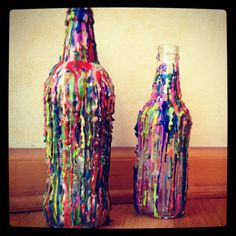 Here we have brought a great art form named melted crayon art ideas. Diy Candle Holders, Diy Candles, Diy Arts And Crafts, Creative Crafts, Diy Crafts, Creative Art, Bottle Art, Bottle Crafts, Kids Bottle