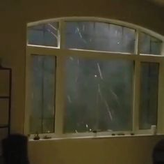 I am interesting of the type of the glass used in the house windows. It is quite strong because if it is my house the glass window will already be broken. Beautiful Nature Scenes, Amazing Nature, Beautiful World, Funny Weather, Wild Weather, Natural Phenomena, Natural Disasters, Nature Pictures, Cool Pictures