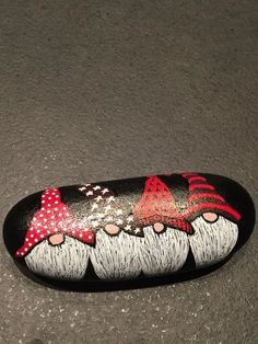 Painted Rock Ideas - Do you need rock painting ideas for spreading rocks around your neighborhood or the Kindness Rocks Project?How about a door rock saying there is no place like gnomeCute pebble art gift for grandad at ChristmasThere's tons of room Pebble Painting, Pebble Art, Stone Painting, Diy Painting, Rock Painting Patterns, Rock Painting Ideas Easy, Rock Painting Designs, Stone Crafts, Rock Crafts