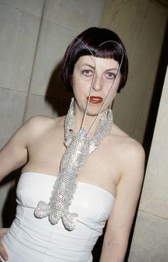 Isabella Blow, l'expo hommage à Sommerset House http://www.vogue.fr/culture/a-voir/diaporama/isabella-blow-expo-hommage-a-londres/16368/image/883111#!7