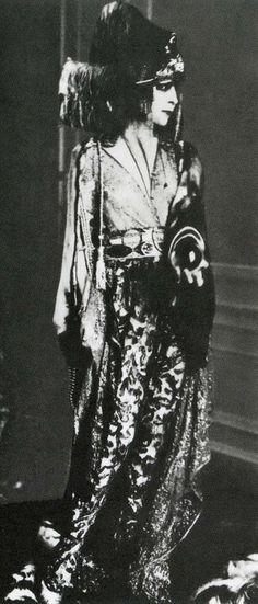 Луиза Казати в наряде от Поля Пуаре
