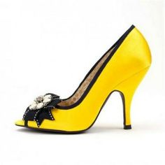 Various kinds of wedding dresses with new models: Barack Obama and Me Loves Yellow wedding shoes