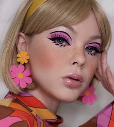 Retro Makeup, Vintage Makeup, Pink Makeup, Cute Makeup, Makeup Art, Beauty Makeup, Hair Makeup, 70s Makeup Look, Flower Makeup