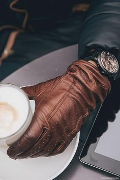 watchanish: SIHH 2014 x Romain Jerome 1969 and leather gloves Gants Moto Vintage, Fashion For Men Over 40, Fashion Mode, Mens Fashion, Fashion Glamour, Romain Jerome, Pieces Men, Driving Gloves, Mens Gloves