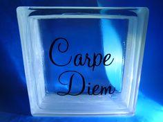 Carpe Diem - sisustuslasitiili 190x190 sis. reikä valoja varten.