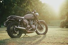 Customer @juffrie 's bonneville looking harsh in the #singapore sunshine.  #triumph #getlost #getdirty #ammocans #adventure