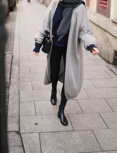 Winter #fashion #inspiration grauer Mantel, all black, Winter Fashion Trends 2017