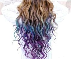 I have yet to see someone with naturally dark curl hair dip dye but this is really cute