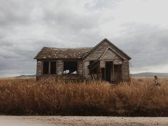 Ord Mantell Inspiration Gothic Aesthetic, The Evil Within, Southern Gothic, Post Apocalypse, Andrew Wyeth, End Of The World, Writing Inspiration, Abandoned Places, Small Towns